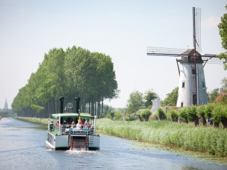 Discover the region by boat
